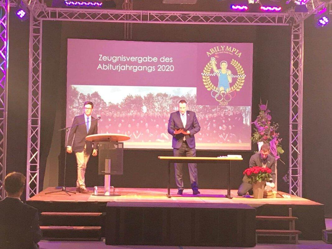 AFG-Leiter Marcel Damberg hielt vor den frischgebackenen Abiturienten eine Rede. Foto: AFG/Katharina Wittkamp