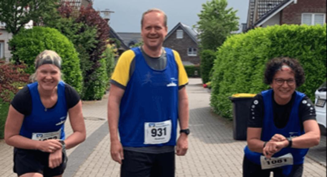 Justyna und Andreas begleiteten Anne Kaffeekanne rennt beim Stadtlauf-Ersatz. Foto: Mertens