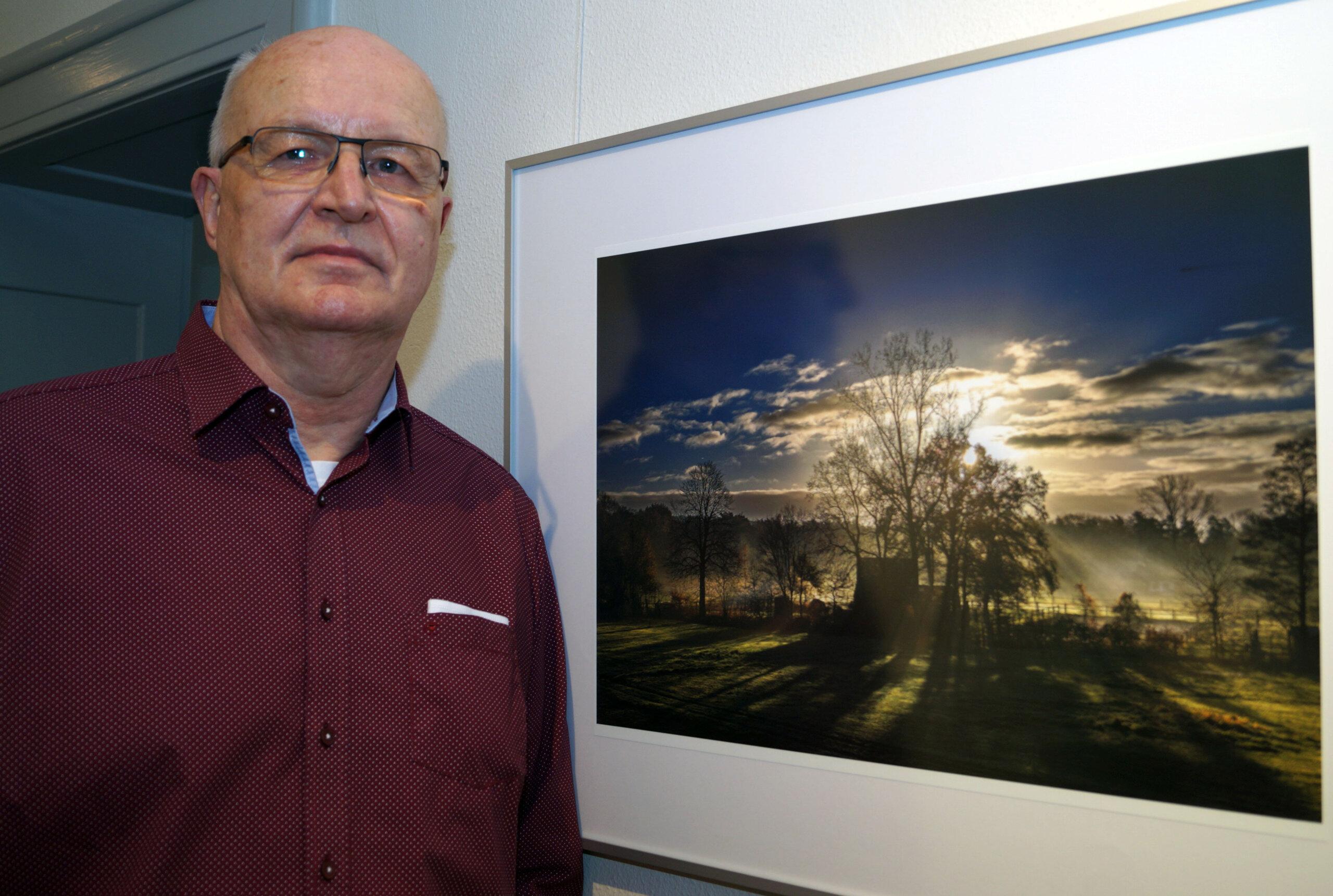 Winfried Hennes stellt seine Fotografien im Amtshaus in Selm-Bork aus. Foto: Stadt Selm / M. Woesmann