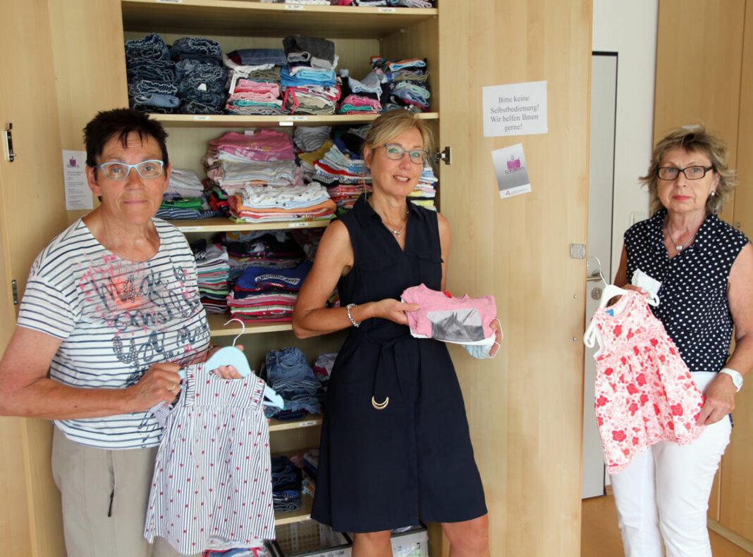 Maria Kasemann (v.l.), Maria-Elisabeth Lang und Ulla Leukert freuen sich am Donnerstag wieder über Kunden im Babykorb. Foto: Wagner