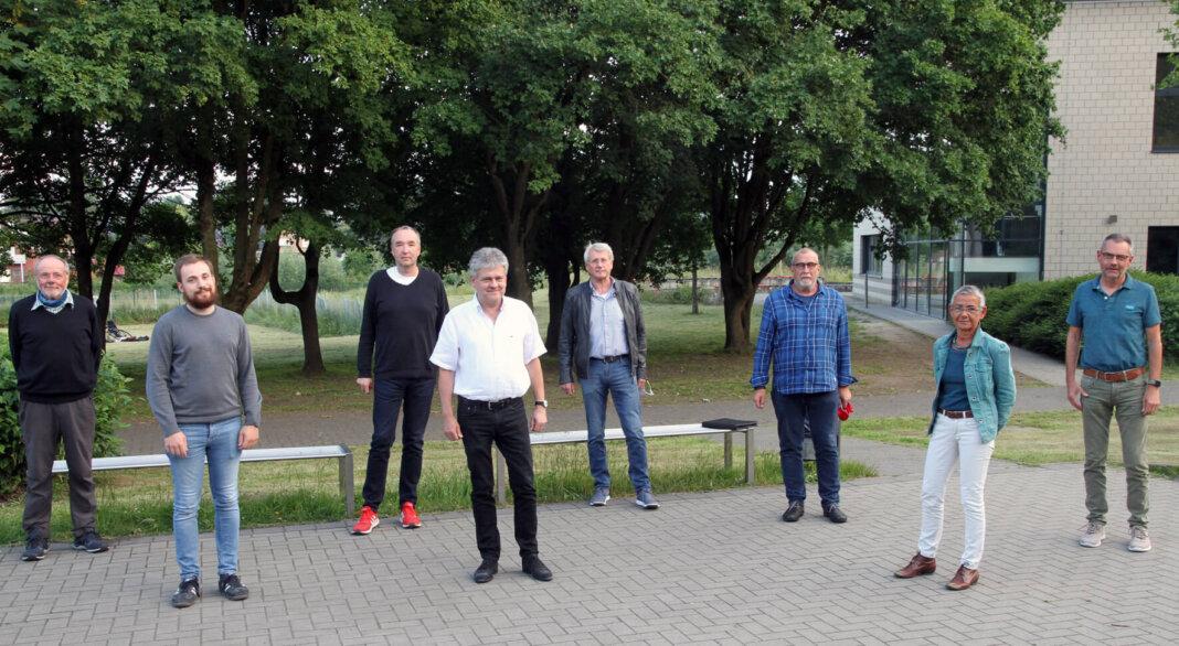 Bürgermeisterkandidat Benedikt Striepens (4. von links) führt seine Partei auf Listenplatz 1 in den Wahlkampf. Foto: Wagner