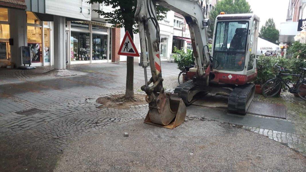 Das schwere Gerät muss noch warten: Die Baumaßnahme an der Bonenstraße wird statt im Juli erst im Oktober starten. Dafür votierte der Rat. Foto: Wagner