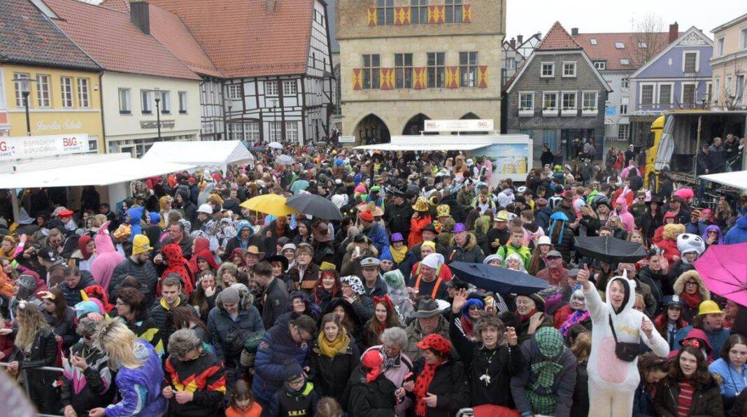 Der Rosenmontagszug, der jedes Jahr tausende von Narren nach Werne lockt, fällt 2021 aus. Auch alle anderen Karnevalsveranstaltungen in der Lippestadt, wurden abgesagt. Foto: Karin Hillebrand (A)