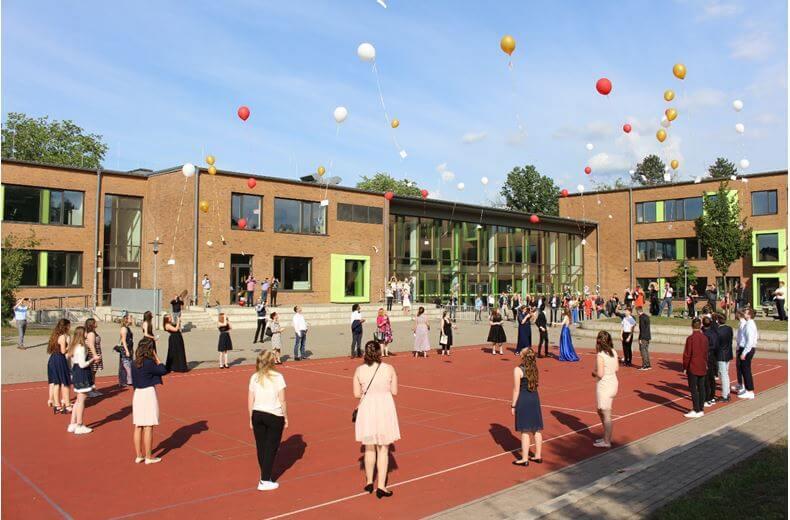 Die Marga-Spiegel-Schule verabschiedete ihre Schülerinnen und Schüler des zehnten Jahrgangs. Foto: Marina Hanschmann