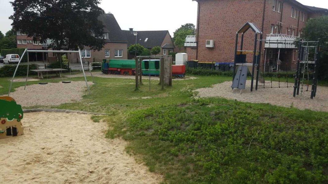 Der Spielplatz an der Hüsingstraße soll weichen und an den KIrchturm St. Konrad verlegt werden. Foto: Max Thilmann