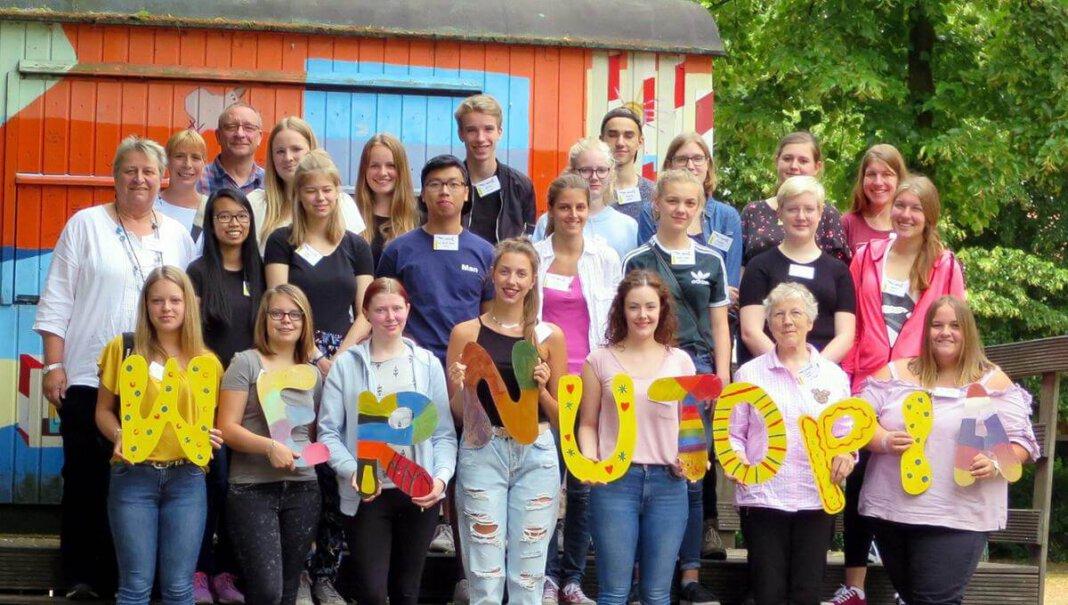 Sonst ein gewohntes Bild zu Beginn der Sommerferien: Jugendpflegerin Dagmar Reuter und ihr Team aus Mitarbeitern und Honorarkräften empfangen die Kids in Wernutopia. In diesem Jahr ist vieles anders. Foto: Jugendamt Werne (A)