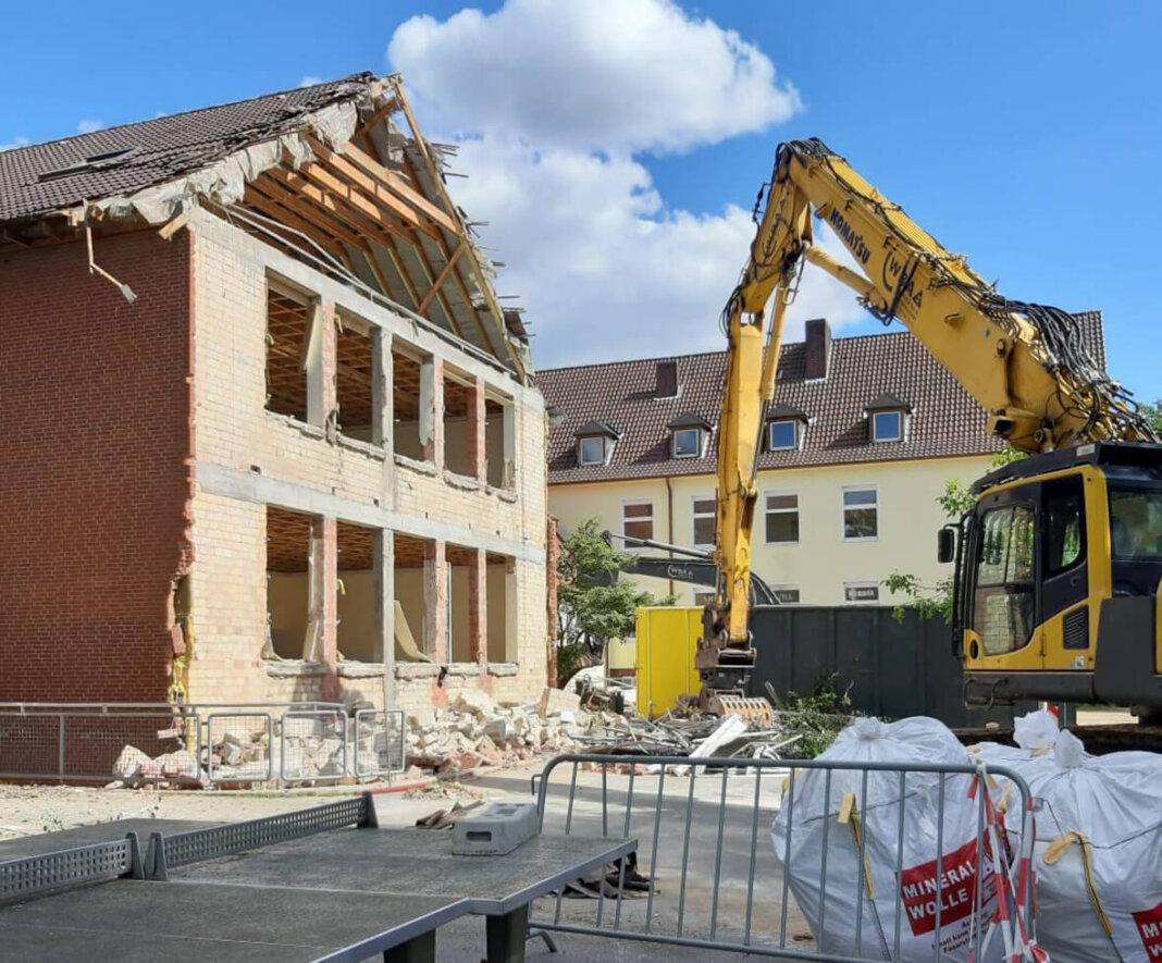 Das Gebäude, in dem die Wiehagenschule über 100 Jahre ihr Zuhause hatte, wird abgerissen. Foto: Zöllner