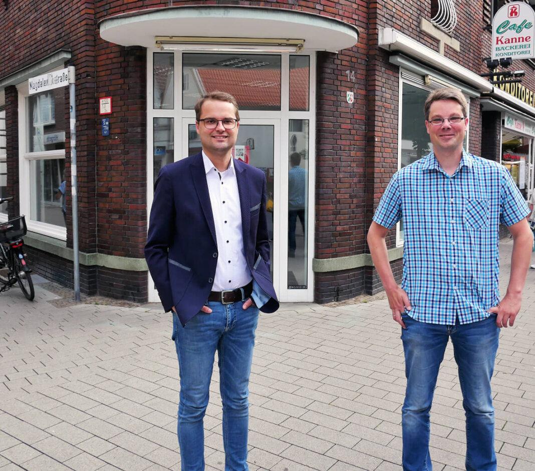 Michael Szopieray (links) und André Wager beenden gemeinsam den Leerstand an der Steinstraße 14. Foto: Gaby Brüggemann