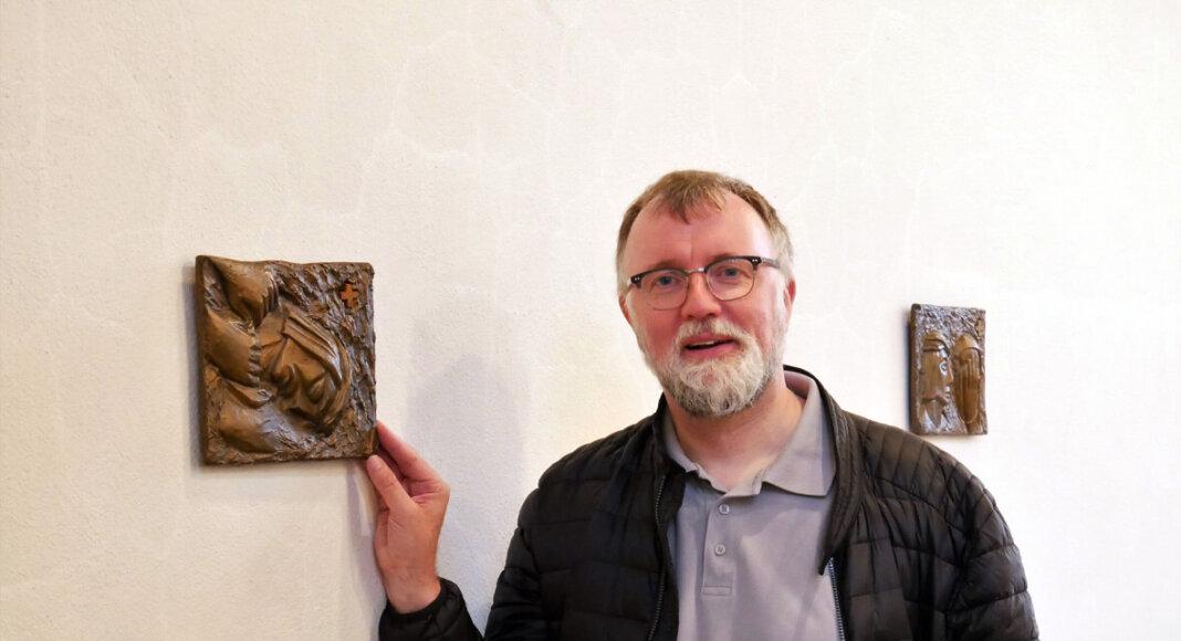 Pfarrdechant Jürgen Schäfer freut sich über die Aufwertung der Kapelle in Horst. Foto: Gaby Brüggemann