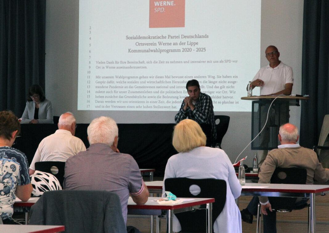 Siegfried Scholz diskutierte mit den Mitgliedern über das SPD-Wahlprogramm. Foto: Wagner
