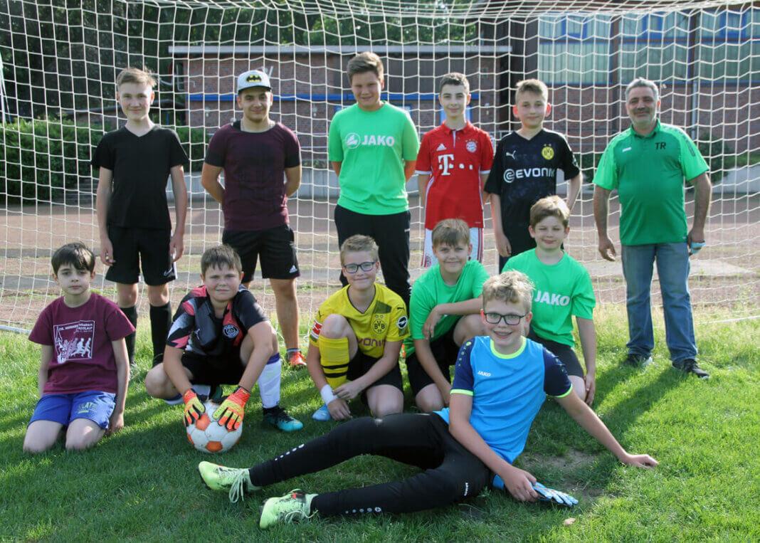 Die Stockumer Kicker haben sich nach einer Pause wieder zu einer Mannschaft zusammengeschlossen. Foto: Wagner
