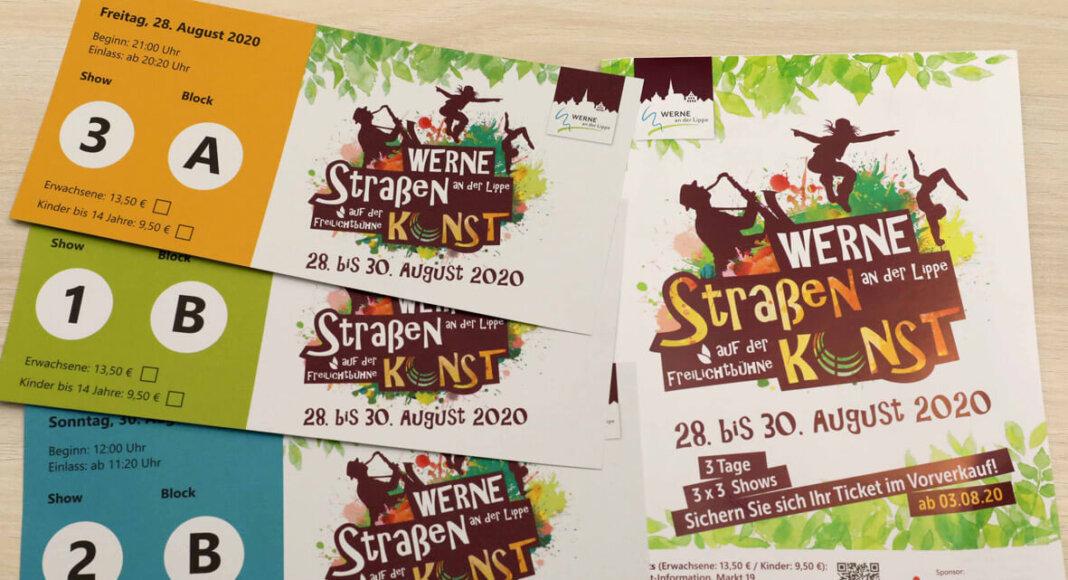 In der Tourist-Information und bei Bücher Beckmann gibt es ab Montag die Tickets für den diesjährigen Ersatz zum Straßenfestival. Foto: Christoph Volkmer