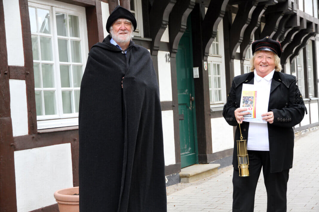 Heidelore Fertig-Möller und Gottfried Forstmann, Vorstände des Verkehrsvereins Werne, laden wieder zu Stadtführungen ein. Foto: Timo Wagner