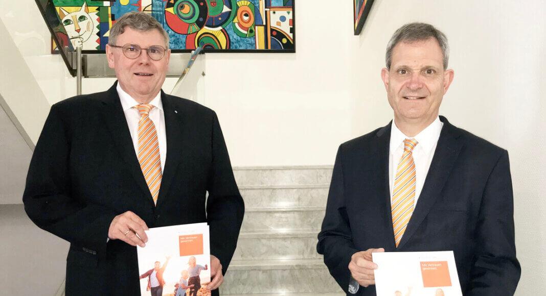 Die Vorstandsmitglieder Ralf Schotte (links) und Jürgen Eilert präsentieren den Geschäftsbericht für das Jahr 2019. Foto: Philipp Gärtner/Volksbank