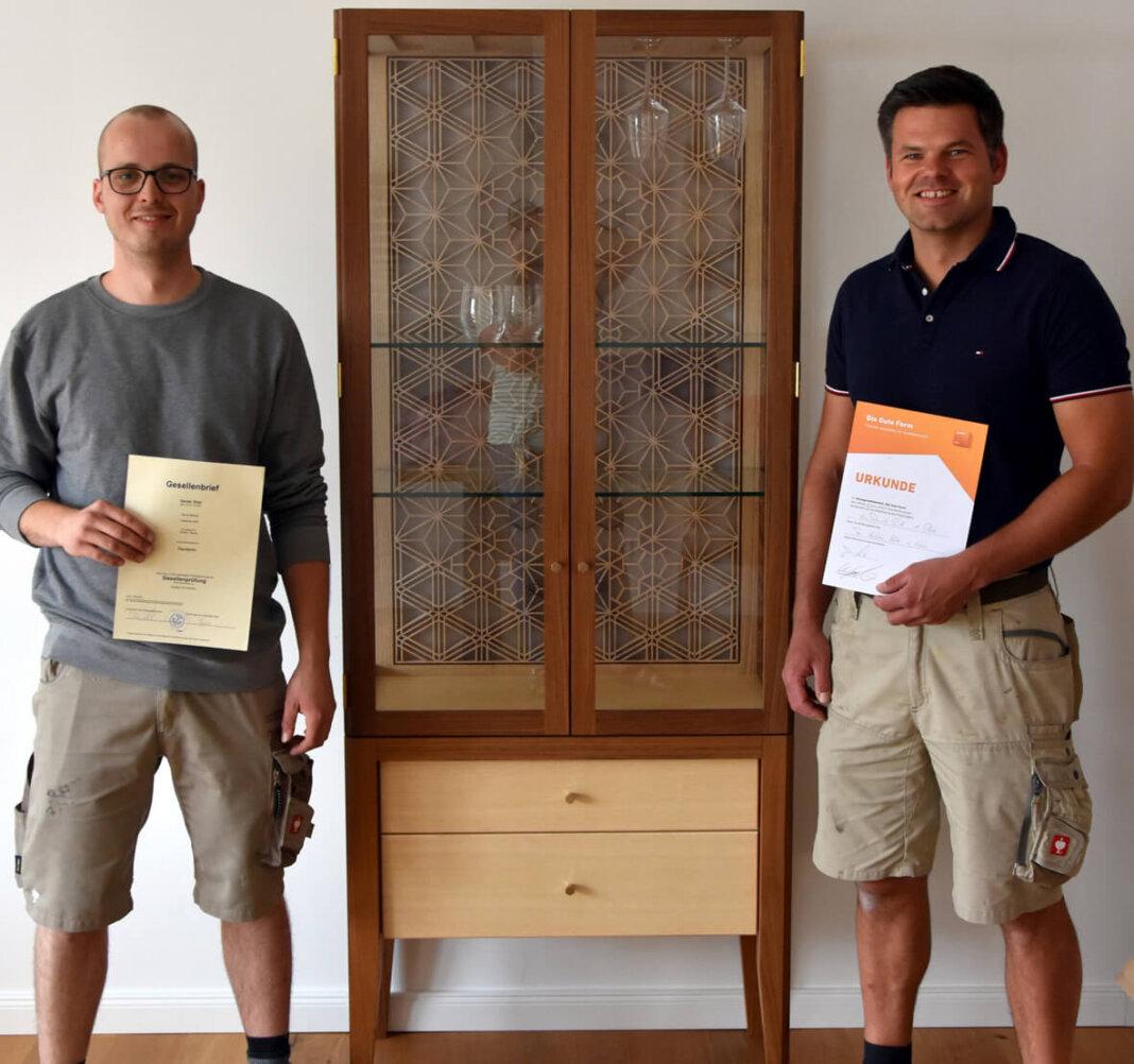 Hubertus Hols (rechts) ist stolz auf seinen frisch gebackenen Gesellen Daniel Rühl. Foto: Privat
