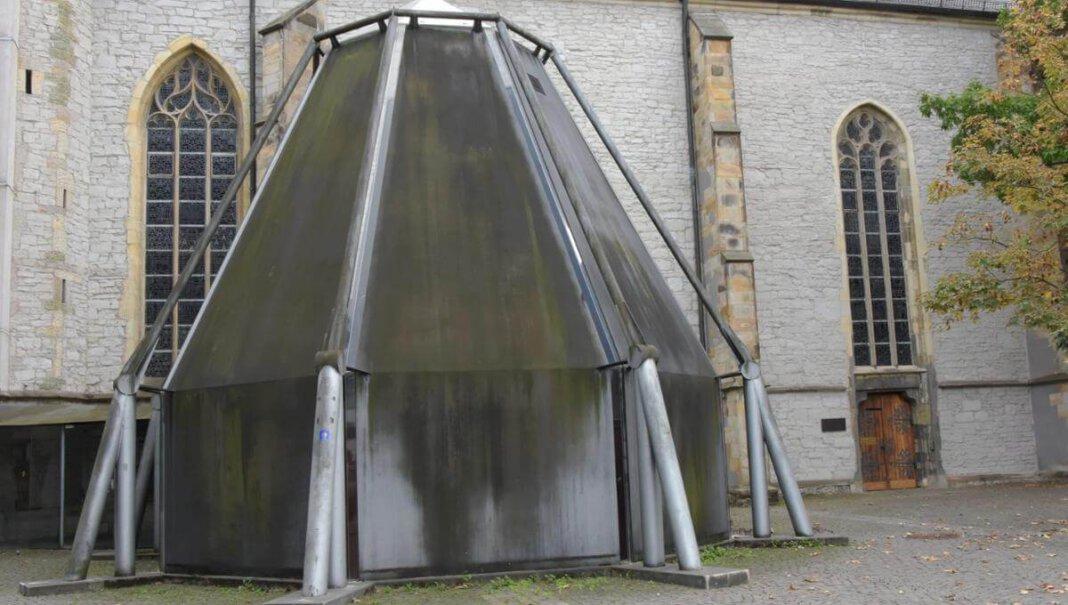 Die Sakristei der Kirche St. Christophorus wird abgerissen. Grund sind gravierende baukonstruktive Mängel, teilte der KIrchenvorstand mit. Foto: Hillebrand (A)