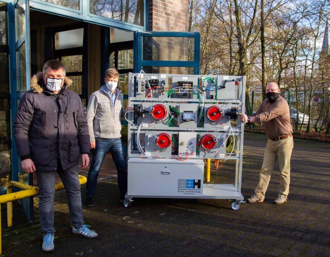 Der neue Schulungsstand für Berufskraftfahrer/innen erfeut die Verantwortlichen am Berufskolleg in Werne. Foto: BK / Stüwe