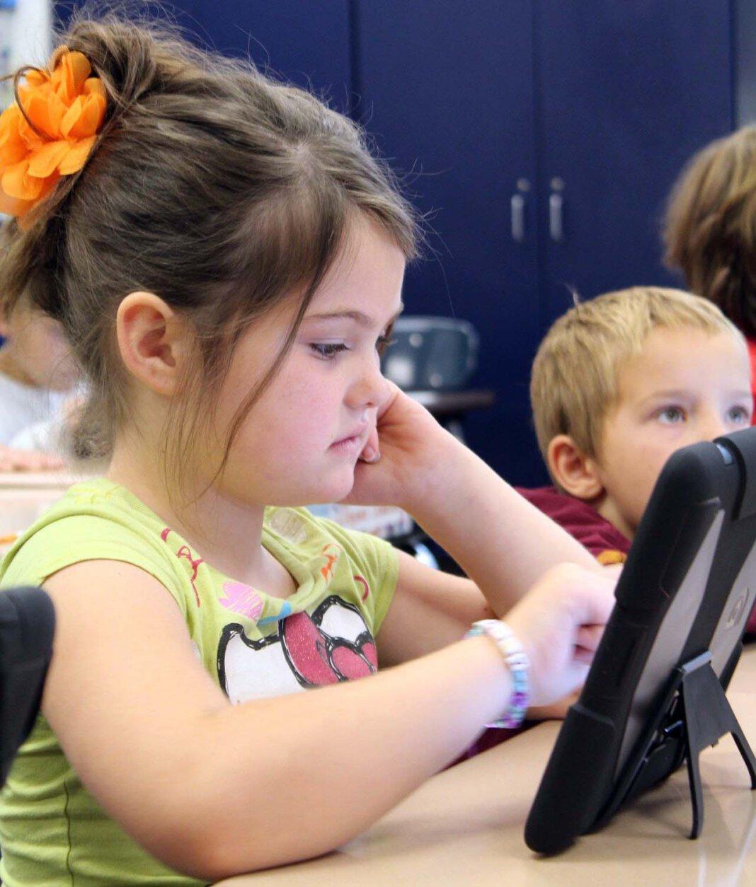 Das Lernen auf Distanz soll mit der Plattform verbessert werden. Bislang fehlen aber noch die bestellten iPads, damit alle Kinder in den Genuss von digitalen Unterichtsstunden kommen können. Foto: pixabay
