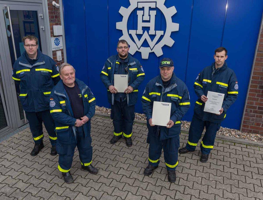Auf dem Foto befinden sich (von links): Patrick Mersch, Siegfried Wingenfeld (Ortsbeauftragter), Marcel Drücker, Ray Rocktäschel und Florian Bressler. Foto: Jörg Prochnow