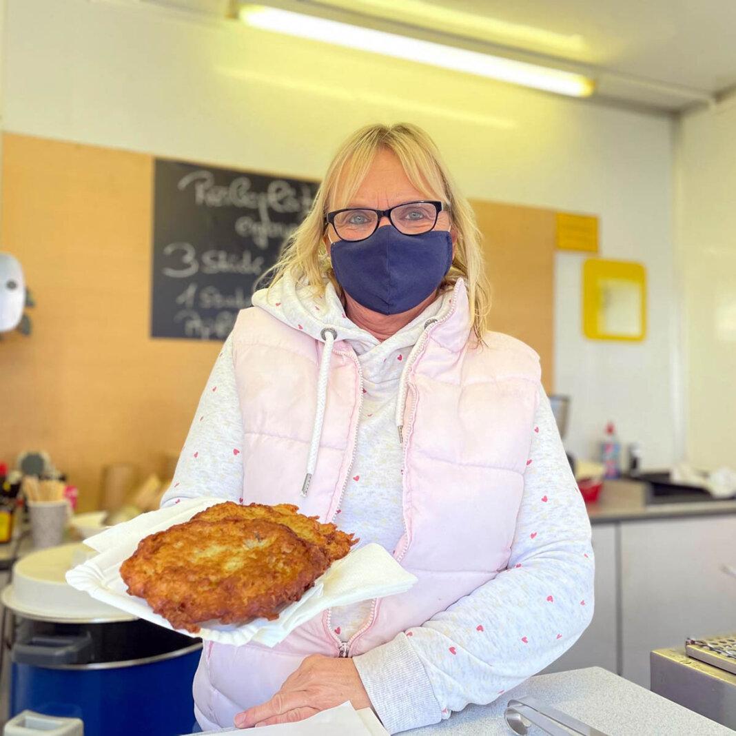 Marita Weber hatte am Freitag ihren letzten Tag auf dem Wochenmarkt in Werne. Foto: Werne Marketing