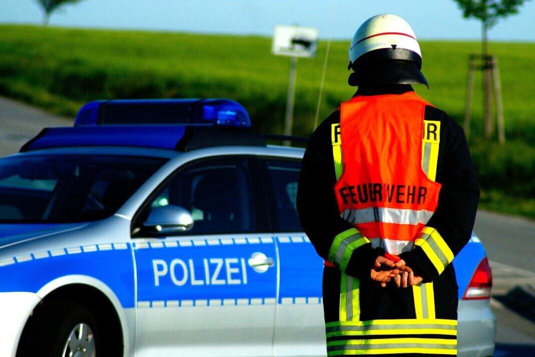 Zu einem Verkehrsunfall auf der A2 wurden die Polizei, Feuerwehr und ein Rettungshubschrauber alarmiert. Foto: pixabay