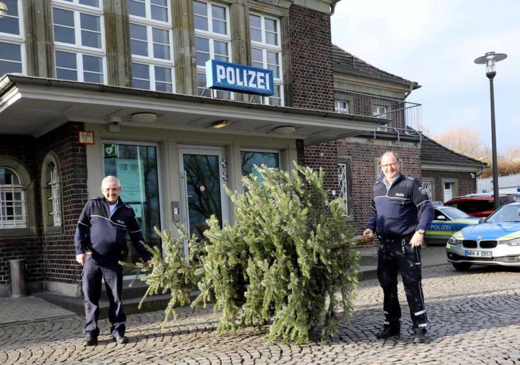 Auch auf der Polizeiwache in Werne muss der Baum raus. Archivfoto: Volkmer