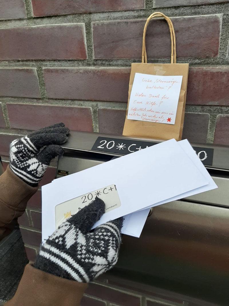 Die Sternsinger haben in diesem Jahr Briefe oder Tüten mit dem Segensaufkleber verteilt. Foto: St. Lamberti