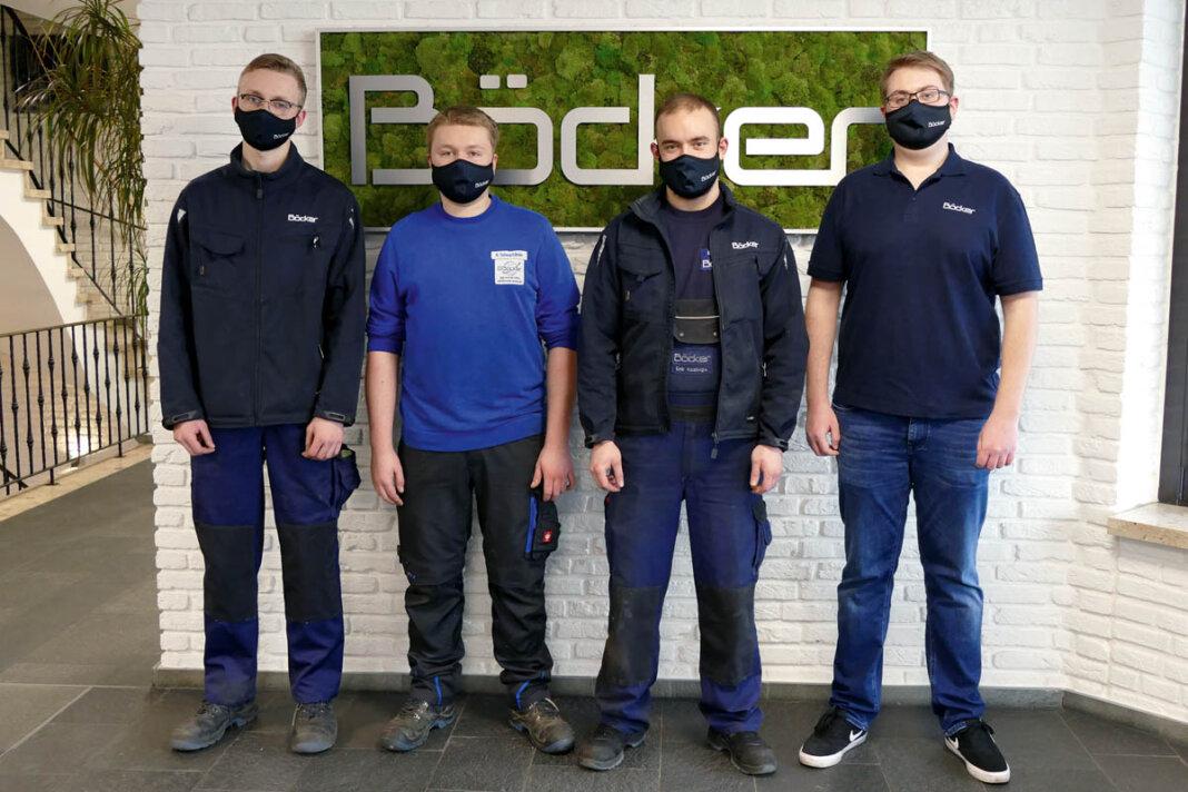 Gut gerüstet für eine erfolgreiche berufliche Laufbahn: Jan Niklas Biermann (von links), Marco Schwartländer, Emir Kocakoglu und Fabian Fränzer. Foto: Böcker