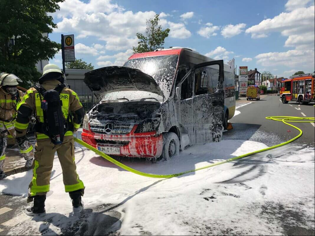 Am 25. Juni hatten es die Einsatzkräfte der Feuerwehr Lünen nicht weit: Ein Linienbus der VKU war auf der Kupferstraße, in unmittelbarer Nähe der Feuer- und Rettungswache, in Brand geraten. Personen kamen nicht zu Schaden. Foto: Stadt Lünen