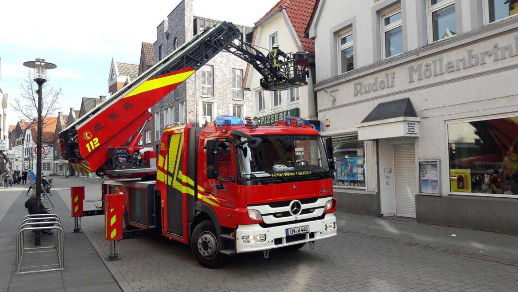 Der Löschzug 1 Stadtmitte der Freiwilligen Feuerwehr Werne eilte am Samstag zur Taubenrettung in die Steinstraße. Foto: Feuerwehr Werne