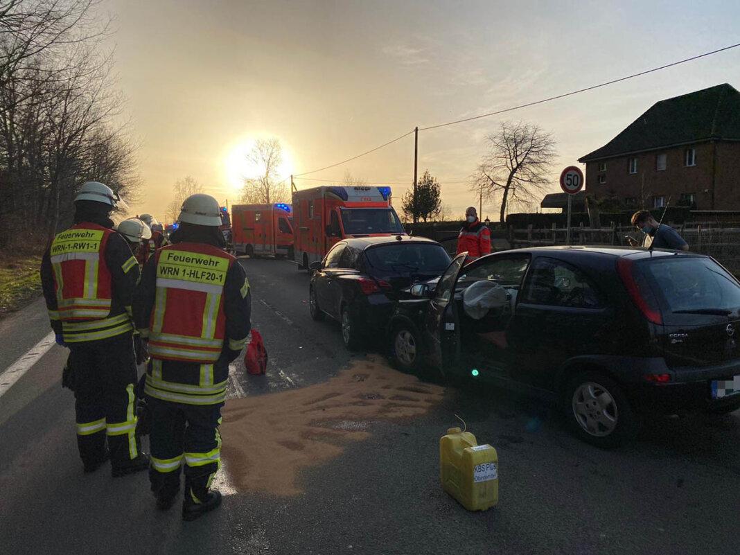 Zu einem Verkehrsunfall kam es am Montagmorgen (22. Februar) auf der Selmer Straße. Feuerwehr und zahlreiche weitere Rettungsmittel waren im Einsatz. Foto: Feuerwehr Werne