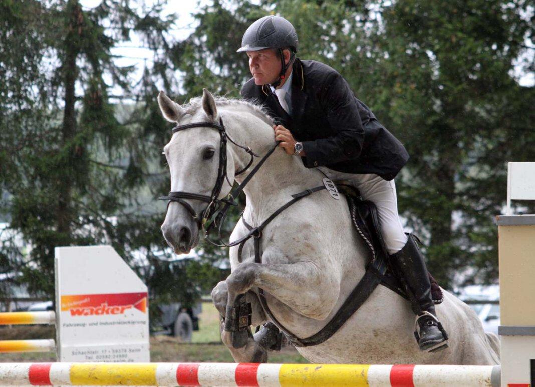 Die Lenklarer Reitertage 2021 fallen wieder aus. Hoffnung besteht noch auf die Austragung des Sommerturniers in Ehringhausen. Archivfoto: Wagner