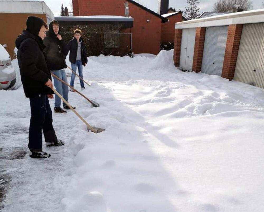 Zwischendurch gönnten sich die angehenden Abiturienten eine kurze Atempause - wie in diesem Garagenhof in Werne. Foto: Privat