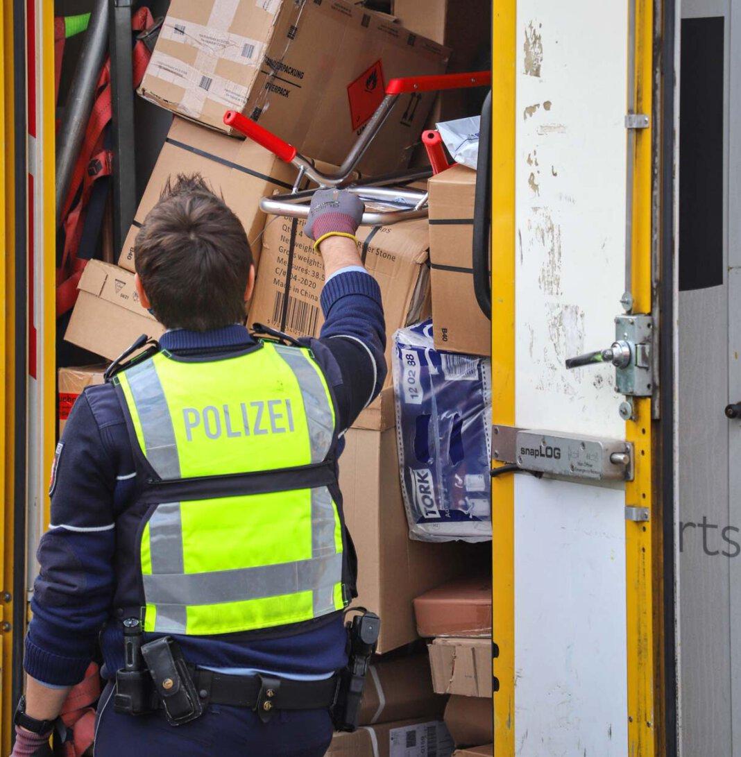 Mit dem Schwerpunkt Klein-Lkw bis 3,5 Tonnen sind insgesamt 86 Fahrzeuge überprüft worden. Foto: Kreispolizeibehörde Unna