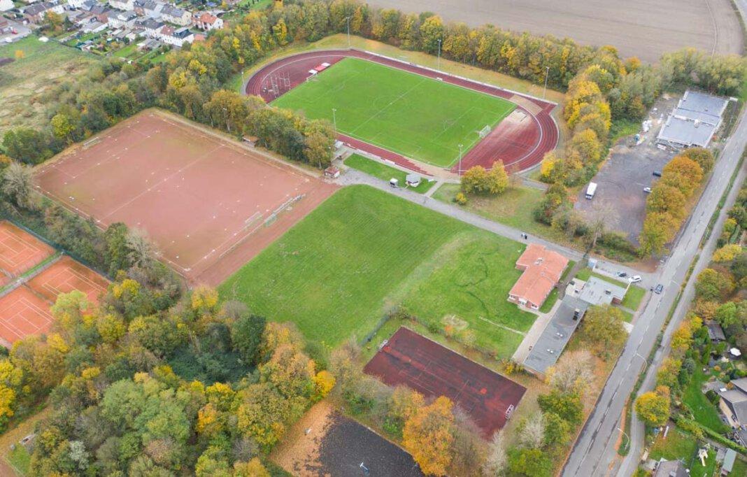 Umfangreiche Sanierungsmaßnahmen, unter anderem der Bau einer Kunstrasenanlage, sind im Sportzentrum Dahl geplant. Der Start verzögert sich aber weiter. Foto: Kreativshooting/Thomas Schütte