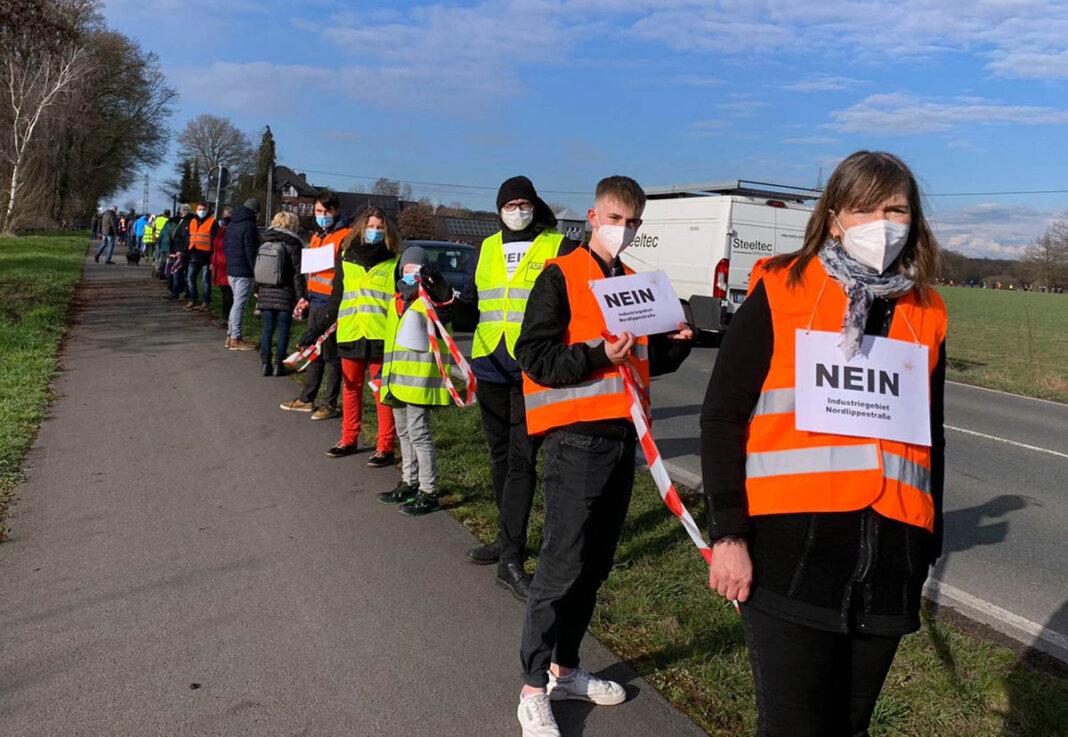 Am 19. März 2021 hatten zahlreiche Klimaschützer gegen das geplante neue Gewerbegebiet demonstriert. Nun hat sich eine Bürgerinitiative gegründet. Foto: Privat