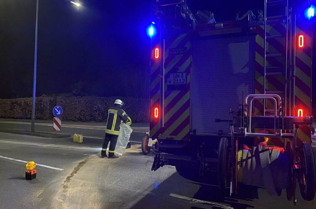 Eine Ölspur von der Horster Straße bis zum Kaufpark-Parkplatz sorgte für einen Feuerwehreinsatz. Foto: Feuerwehr Werne
