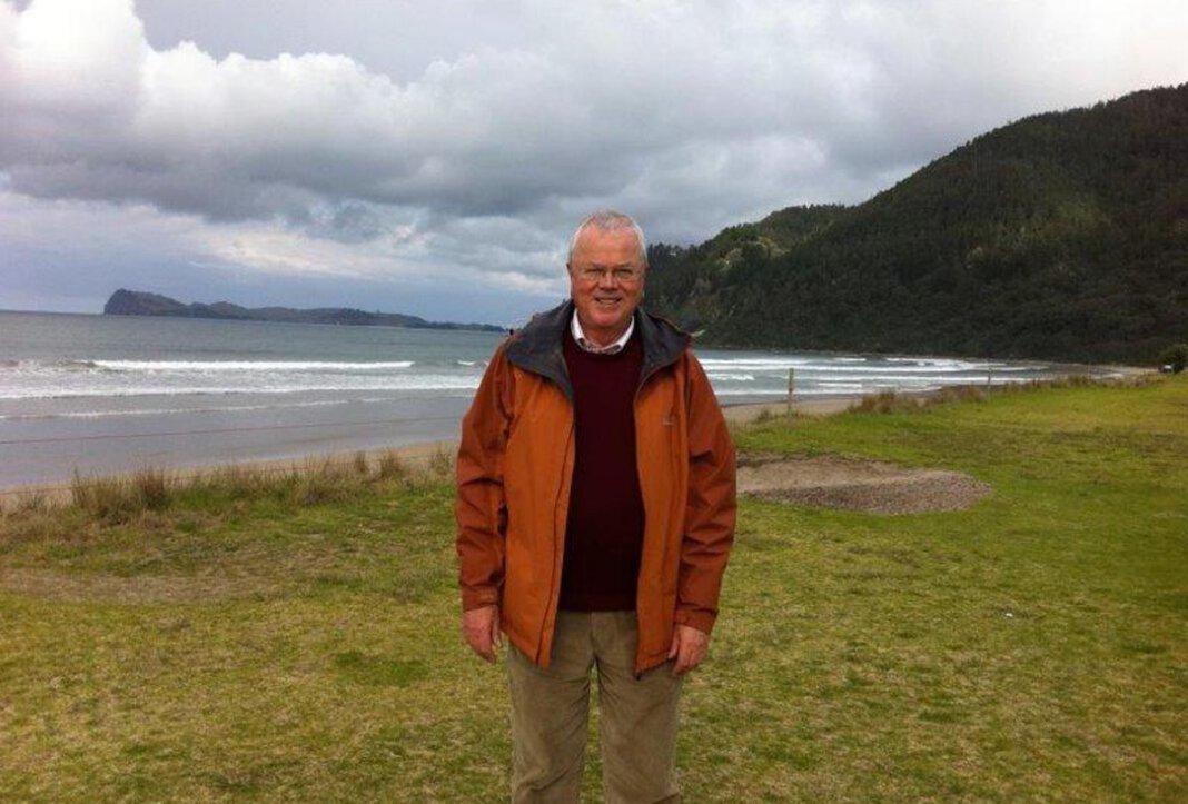 Ulrich Hoppe an der Küste Neuseelands. Am anderen Ende der Welt liest der Ruheständler täglich die Nachrichten aus seiner Heimat auf werne-plus.de. Foto: Privat