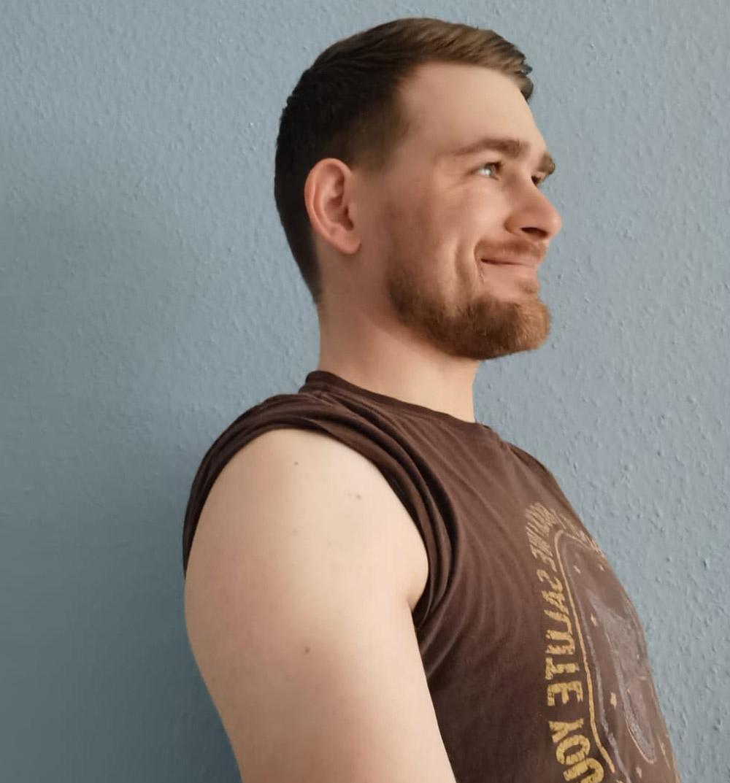 Patrick Naber hat die erste Impfung mit AstraZeneca erhalten. Trotz starker Nebenwirkungen würde er sich immer wieder impfen lassen. Foto: Naber
