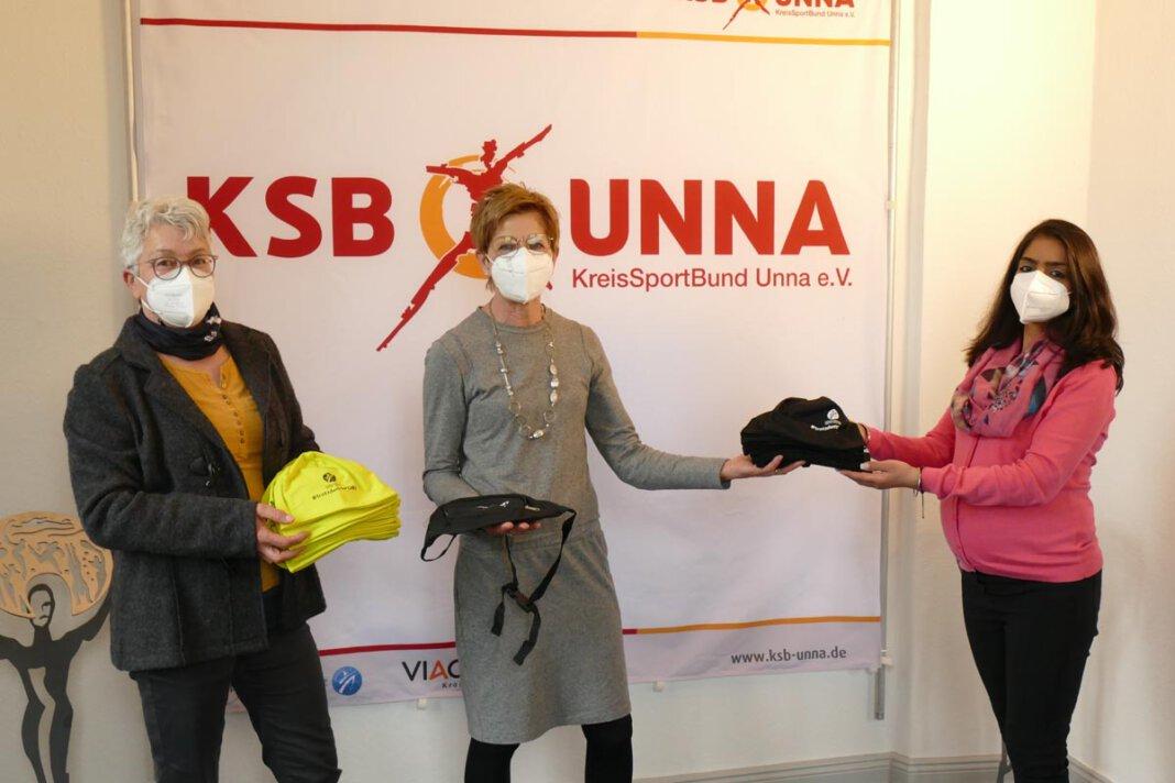 Brigitte Gbur und Annette Prömel nahmen die Giveaways beim KreisSportBund Unna entgegen. Foto: WSC