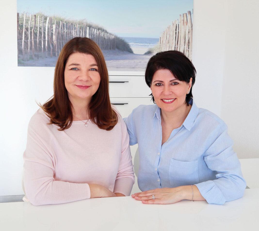 Neslihan Canti (rechts) und Christina Rüthers sind in der Logopädischen Praxis an der Südmauer 17 in Werne ein eingespieltes Team. Foto: Sophie C. Rüthers