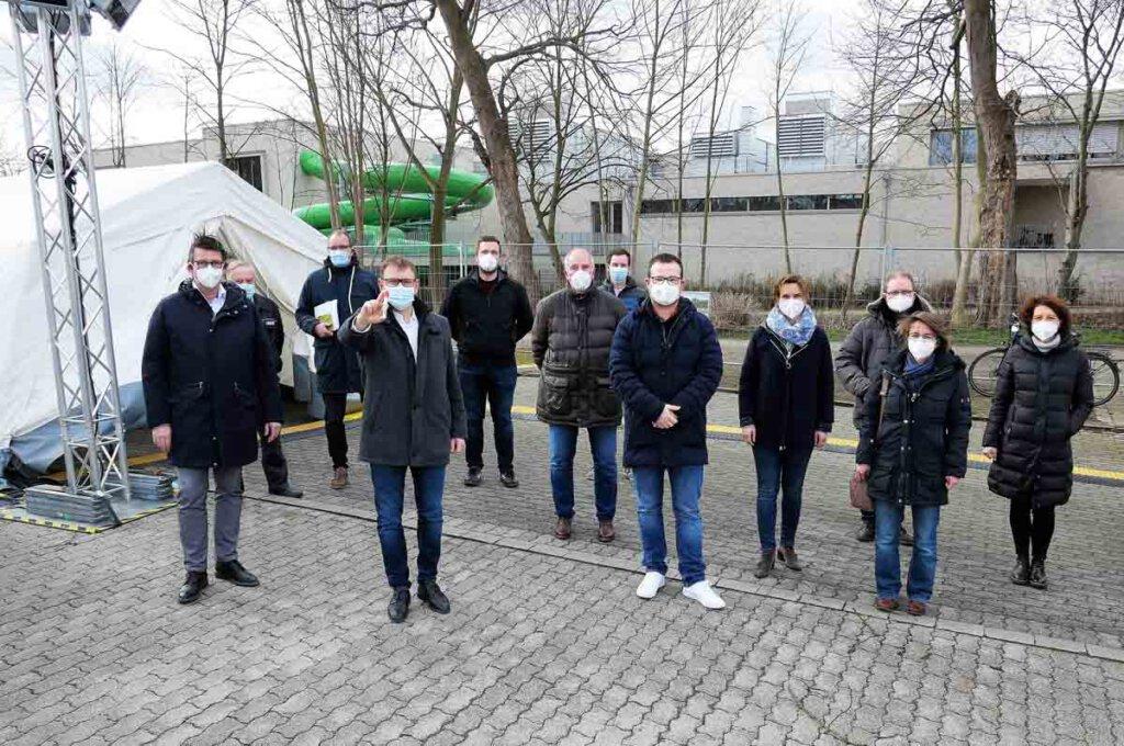 Das Schnelltestzentrum Am Hagen soll in Kürze in Betrieb genommen werden. Das erklärten die Verantwortlichen bei einem gemeinsamen Pressetermin. Foto: Gaby Brüggemann