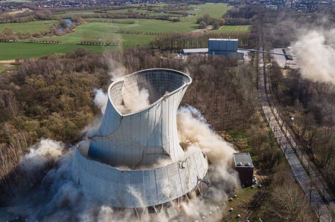 Das Steinkohlekraftwerk in Lünen wurde am Sonntag (28. März) gesprengt: Foto: Hagedorn