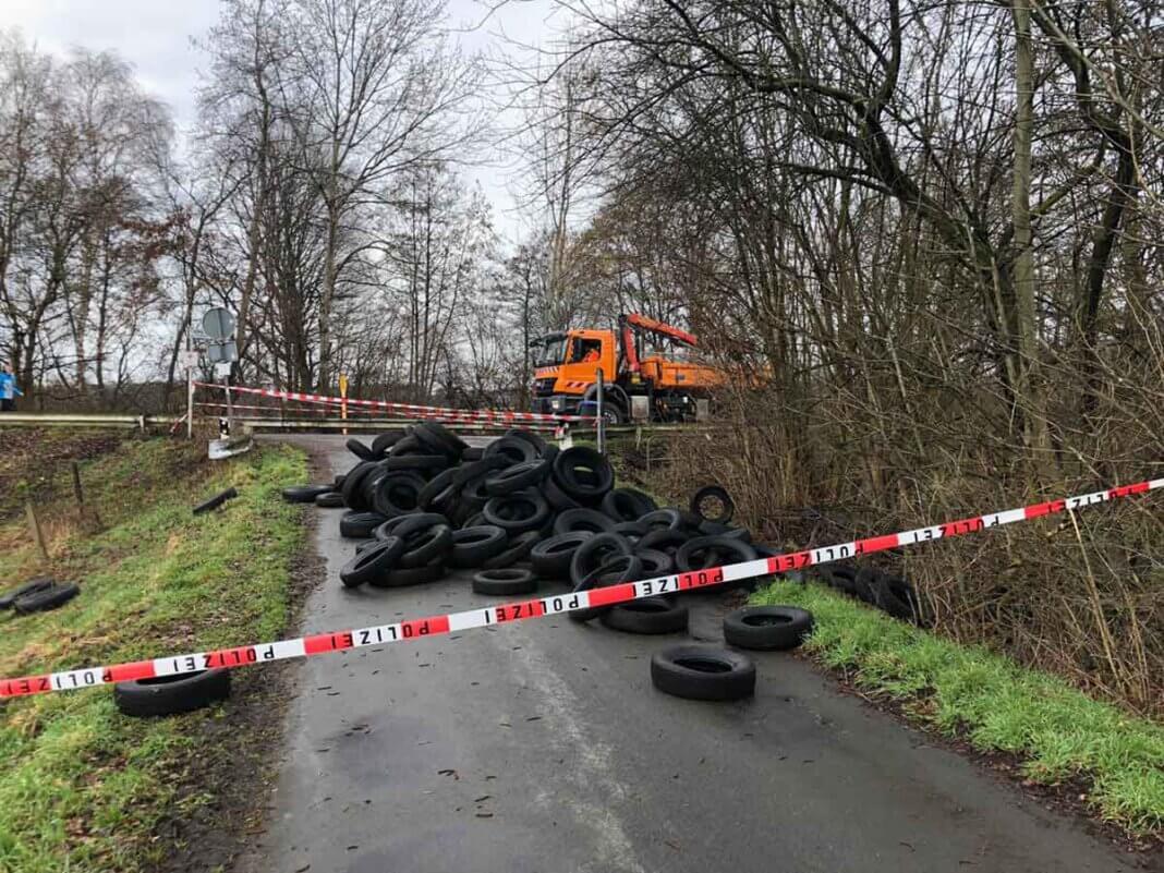 Illegal entsorgte Autoreifen im Bereich Stiegenkamp/Schwarte Riet riefen den städtischen Bauhof auf den Plan. Foto: Stadt Werne