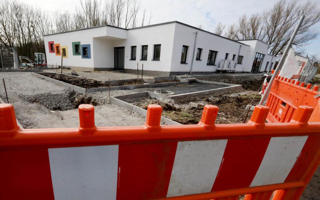 Auf diesem Foto sieht es noch stark nach Baustelle aus, inzwischen ist die Kita Biberburg in Betrieb. Foto: Volkmer