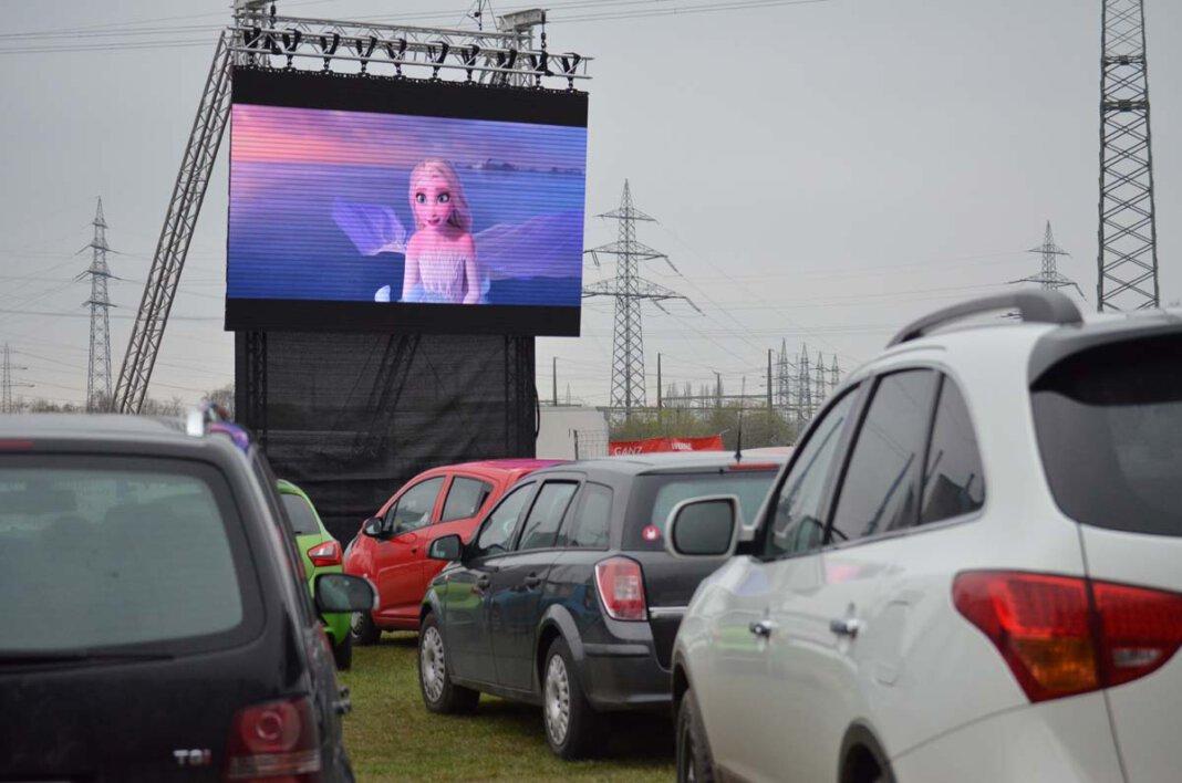 """Für die ganze Familie: """"Frozen 2"""", """"Aladdin"""" und """"König der Löwen"""" wählten die Kinder und Eltern der zugehörigen Jugendzentren im Vorfeld für das Autokino aus. Foto: Alexandra Prokofev"""