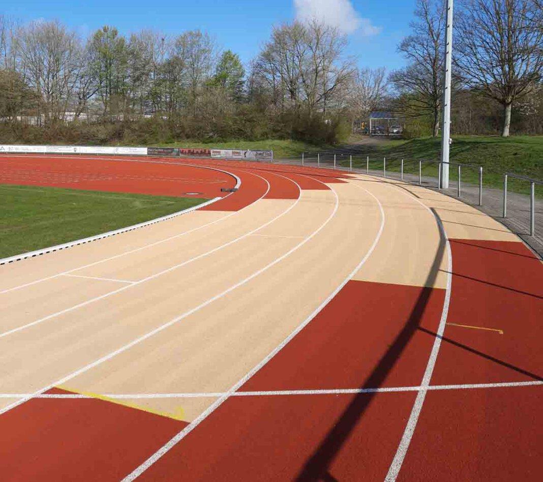 Die Laufbahnen in den Sportzentren Dahl (Foto) und Lindert wurden gereinigt, kleinere Schäden ausgebessert. Foto: Sportamt Werne / N. Hölscher