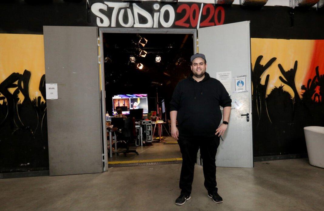 Das Studio 20/20, in dem schon Größen wie die Fantastischen Vier und Herbert Grönemeyer für ihre Tourneen geprobt haben, wird nun als Streaming-Studio genutzt. Am Samstag sendet DJ Dauki von hier seinen neuen Party-Stream. Foto: Volkmer