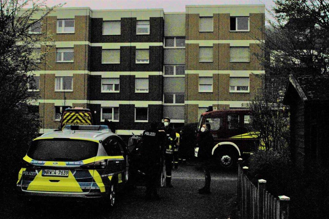 Der Löschzug 1 Stadtmitte der Freiwilligen Feuerwehr Werne wurde am frühen Samstagmorgen (10. April) zu einer Explosion in die Dietrich-Bonhoeffer-Straße gerufen. Foto: Feuerwehr Werne