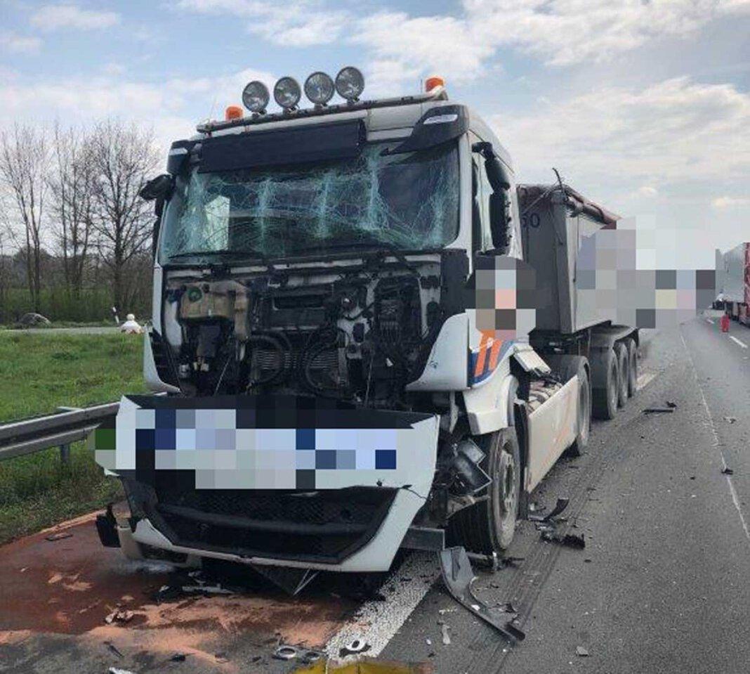 Gleich zwei Unfälle ereigneten sich am Montag (19. April) auf der A1 bei Werne. Foto: Polizei Münster